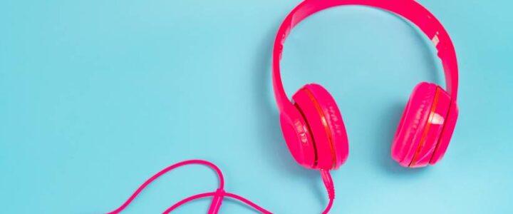 به موسیقی گوش دهید.